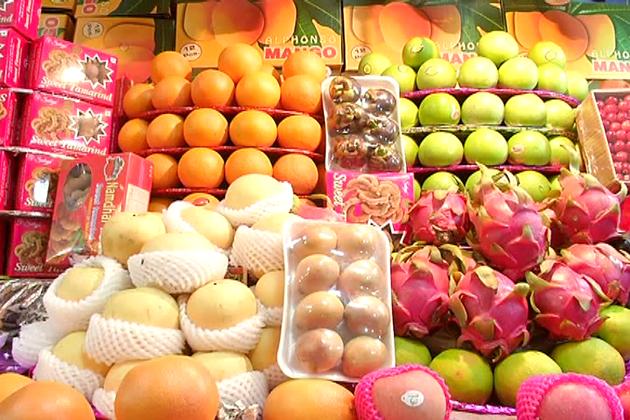 بنگلورو کے بازاروں میں بھلے ہی مہنگائی بڑھی ہو لیکن سحری اور افطارکی تیاری کے لیے گاہک جوش وخروش کےساتھ خریداری میں مصروف ہیں۔