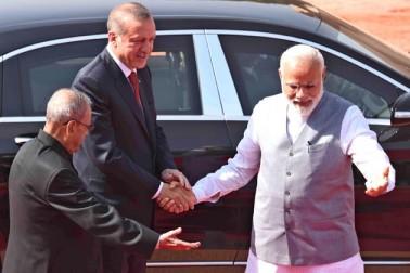 انہوں نے کہا کہ دونوں ممالک کے درمیان دو طرفہ تجارت ہندوستان کے حق میں ہے جسے توازن دینے کی ضرورت ہے۔