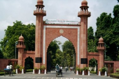 سال 2020 میں علی گڑھ مسلم یونیورسٹی کے 100 سال پورے ہو جائیں گے۔ خاص بات یہ ہے کہ مسلمانوں کے درمیان مارڈن ایجوکیشن کے لئے قائم کی گئی یہ یونیورسٹی کئی طرح کے تنازعات کی خبروں کے درمیان ان دنوں نئی وجہ سے موضوع بحث ہے۔