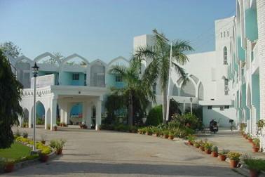 علی گڑھ میںواقع ملک کی واحد مسلم یونیورسٹی میں ان دنوں نینو ٹیکنالوجي اور شمسی توانائی جیسے میدان میں اہم اور ليڈنگ ریسرچ کے کام ہو رہے ہیں۔
