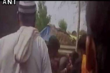 ویڈیو :گئوركشكوں کی اب مالیگاوں میں غنڈہ گردی ، گوشت تاجروں کی پٹائی ، جے شری رام بولنے کیلئے دباؤ ڈالا