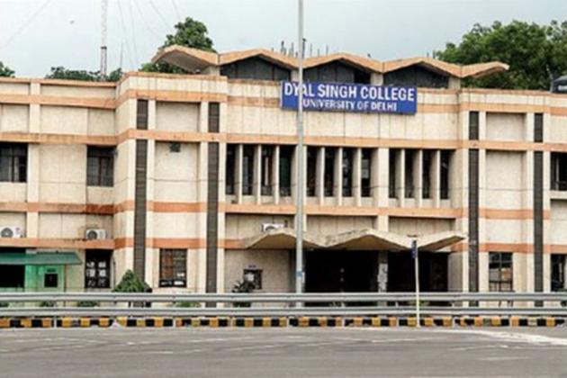 دہلی یونیورسٹی کے سینٹ اسٹیفن اور لیڈی شری رام میں بی اے کی سطح پر ایک مضمون کے طور پراردو لینے والے طالب علم کے لیے داخلے میں 10 فیصد کی خصوصی رعایت دی جاتی رہی ہے۔