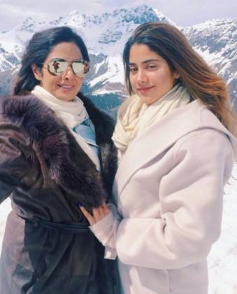 اپنی بیٹی کے ساتھ سری دیوی: تصویر: انسٹاگرام۔