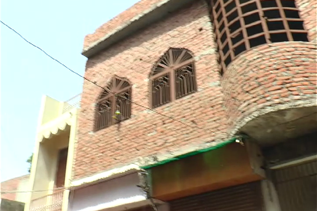 راج کمار کے اعتراض کے بعد مسجد کمیٹی نے باہمی درمیان بات چیت کرکے مینار کو ہٹانے کا فیصلہ کیا ، لیکن جب مینار کو ہٹایا جارہا تھا ، اس وقت بڑی تعداد میں وہاں لوگ جمع تھے ، جو نعرے بازی کرنے لگے  اور کچھ ہی دیر میں پتھراؤ کا سلسلہ شروع ہوگای ، جس کے بعد پولیس کو فائرنگ کرنی پڑی تھی۔