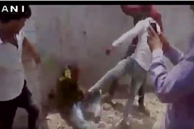اب گئو رکشا کے نام پر مدھیہ پردیش میں ایک نوجوان کی جم کر پٹائی ، تین گرفتار ، 9 لوگوں کو بنایا گیا ملزم