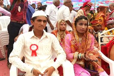 دسانا گاؤں میں بڑی تعداد میں ہندو اور مسلم برادری کے لوگ رہتے ہیں ، لیکن گاؤں میں رہنے والے لوگوں کی اقتصادی حالت اچھی نہ ہونے کی وجہ سے سب سے بڑا مسئلہ بچوں کی شادی کا رہتا ہے ۔ ان کے اس مسئلہ کو لوک کلیان سیوا تنظیم نے حل کیا  ۔