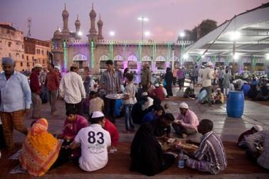 حیدرآباد کی مکہ مسجد میں رمضان کا ایک منظر