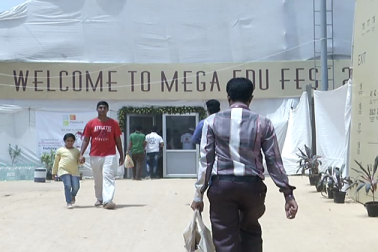 احمدآباد کے جوہا پورہ علاقہ میں پہلی بار دو روزہ میگا ایجوکیشن فیسٹیول کا انعقاد کیا گیا۔ میگا ایجوکیشن فیسٹیول کا منصوبہ گجرات حکومت یا ایجوکیشن ڈیپارٹمنٹ نے نہیں بلکہ علاقہ کے کچھ مسلم دانشوروں نے بنایا تھا ۔ آرگنائزرس کا کہنا ہے کہ جوہاپورا علاقہ میں مسلم برادری کے لوگ رہتے ہیں اور یہاں پر رہنے والے لوگوں میں تعلیم کے تئیں کچھ خاص بیداری نہیں ہے ۔