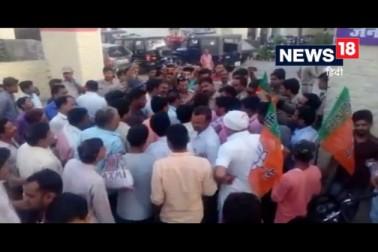 ویڈیو :مرادآباد میں بی جے پی لیڈر نے کوتوالی میں گھس کر داروغہ پر کیا حملہ ، دی گالیاں