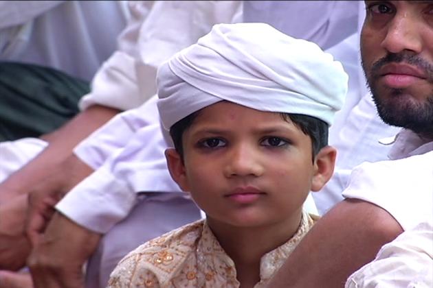 راجستھان کی راجدھانی جے پور سمیت ریاست بھر میں مسلم معاشرے کا معمول بدل گیا ہے۔ رمضان کے پہلے دن معاشرے کے لوگوں نے صبح تین بجے اٹھ کر پہلے رمضان المبارک کی سحری کی اور 44 سے زیادہ درجہ حرارت کے باوجود 15 گھنٹے 23 منٹ کا  پہلا روزہ رکھا ۔