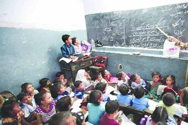 راجستھان اردو شکشک سنگھ کے مطابق یہ اردو کی تعلیم کو نقصان پہنچانے کی ایک سوچی سمجھی سازش تھی ، جس  سے اردو پڑھنے والے طلبہ کو مجبوری میں سنسکرت پڑھنی پڑھ رہی ہے ۔جبکہ اردو ٹیچرس کو دیگر سبجیکٹ پڑھانے پڑھ رہے ہیں ۔