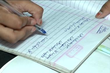 آئین کے آرٹیکل 350 اے کے ذریعہ ریاستوں کو لسانی اقلیتی گروپوں کے لئے مادری زبان میں ہی پرائمری ایجوکیشن دینے کی ضرورت ہے ، جبکہ رائٹ ٹو ایجوکیشن بھی اسی بات کی تائید کرتا ہے ۔ اس کے باوجود اردو کے معاملہ میں تمام قانون اور ضوابط کو بالائے طاق رکھ دیا گیا ہے ۔(رپورٹ : ارباز احمد)۔