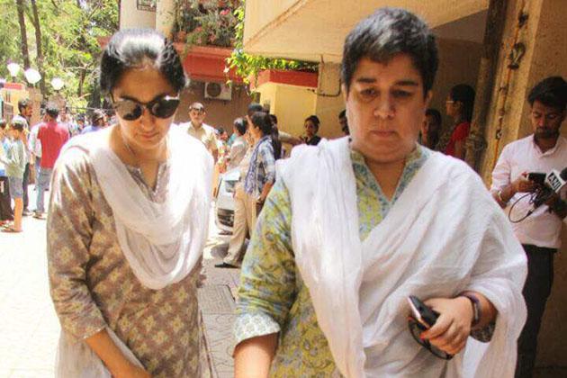 انہوں نے پردے پر سلمان خان اور شاہ رخ خان سے لے کر گووندا اور مادھوری دکشت تک کی ماں کا کردار ادا کیا۔