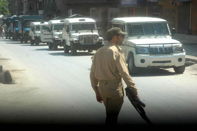 تاہم یہ واضح نہیں ہوا کہ ان تین پولیس تھانوں کے تحت آنے والے علاقوں میں کرفیو یا صرف دفعہ 144 سی آر پی سی کے تحت پابندیاں نافذ کی گئی ہیں۔