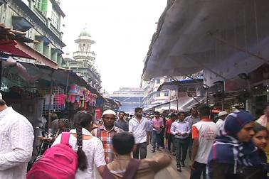 ممبئی کے مینارہ مسجد علاقے کی بات ہی نرالی ہوتی ہے یہاں مختلف پکوانوں کی دوکانیں سجتی ہیں ۔ مینارہ مسجد پر رمضان فوڈ فیسٹیول کا نظارہ دیکھنے کو ملتا ہے۔