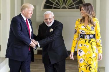 امریکی صدرنے مسٹر مودی کی قیادت میں ہندوستان میں ہورہی ٹیکس میں بہتری کی ستائش کرتے ہوئے کہا کہ اگلے کچھ دنوں میں ہندوستان اہم ٹیکس بہتری کی سمت میں قدم رکھتے ہوئے اشیا اور سروس ٹیکس (جی ایس ٹی)نافذ کرے گا۔انہوں نے کہا کہ امریکہ بھی جلد ہی اس سمت میں قدم بڑھائے گا۔ اس سے پہلے مسٹر مودی نے آج وائٹ ہاؤس میں مسٹر ٹرمپ سے ملاقات کی۔اس موقع پر امریکی صدر کی اہلیہ بھی موجود تھیں۔ٹرمپ جوڑے نے وائٹ ہاؤس سے باہر آکر خود مسٹر مودی کا استقبال کیا۔