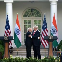 امریکی صدر کے دفتر وائٹ ہاؤس میں وفد سطح کی بات چیت کے بعد نامہ نگاروں سے بات چیت میں مسٹر مودی نے کہا کہ انہوں نے مسٹر ٹرمپ اور ان کے خاندان کو ہندوستان آنے کی دعوت دی ہے۔