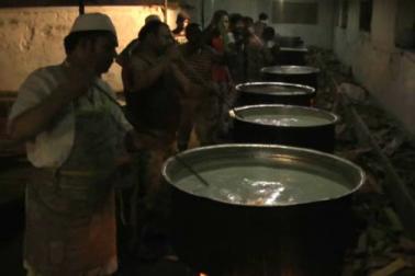 رمضان المبارک میں حیدرآبادی حلیم کوئی نئی بات نہیں ہے۔ حیدرآبادی حلیم ہرجگہ دستیاب ہے تاہم  ان دنوں فالودہ یہاں کے  شہریوں کی اولین پسند  کے طور پر مقبول ہو رہا ہے ۔