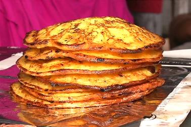ممبئی میں بھی سحرو افطارمیں خوب اہتمام کیا جاتا ہے۔ شہر میں افطاری کے بازار سجتے ہیں ۔ بازاروں میں انواع و اقسام کے پھل دستیاب ہوتے ہیں۔