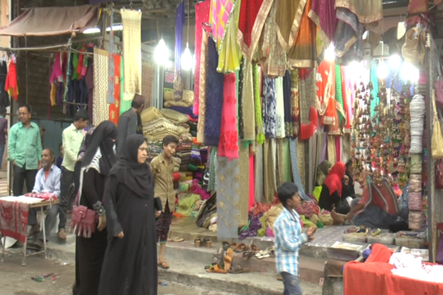 دکانداروں نے بھی  اس سال خوب تیاری کر رکھی ہے ۔ دکانداروں کا کہنا ہے کہ اس سال کراچی ا ور پلازو کا چلن عام ہے ۔
