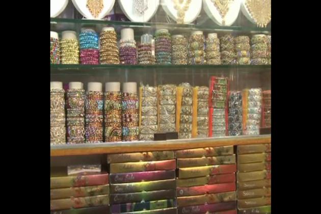 اس مارکیٹ میں مالیگاوں شہر ہی نہیں بلکہ آس پاس کے 5 اضلاع سے خواتین خریداری کے لئے پہنچتی ہیں۔