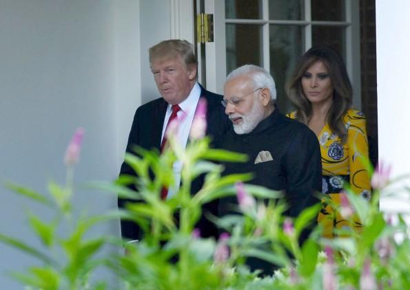 وزیراعظم نے مسٹر ٹرمپ کو مع اہل و عیال ہندوستان آنے کی دعوت دی۔ انہوں نے امریکی صدر کی بیٹی اوانكا کو بھی پیشہ ورانہ وفد لےکر ہندوستان آنے کی دعوت دی۔ مسٹر ٹرمپ نے خود اس دعوت کے بارے میں میڈیا کو بتایا۔