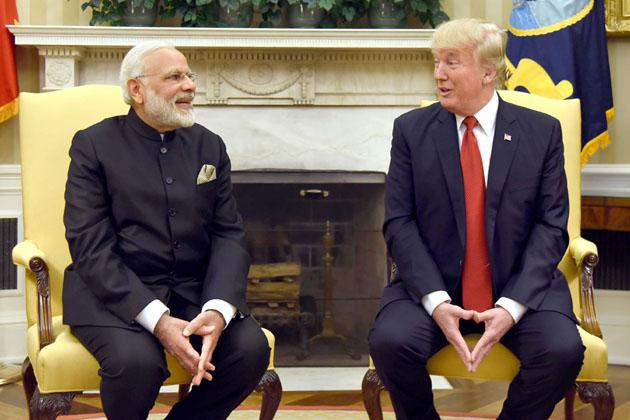 مسٹر ٹرمپ نے کہا کہ ہندوستان اور امریکہ کے تعلقات کبھی بہتر اور مضبوط نہیں رہے، لیکن انہوں نے صدر کے عہدے کے لئے ہونے والے انتخابات کے وقت کہا تھا کہ وائٹ ہاؤس میں ہندوستان کا ایک دوست ہوگا اور آج حقیقت میں ہندوستان کے پاس یہاں دوست موجود ہے۔ ان کا اشارہ خود اپنی طرف تھا۔