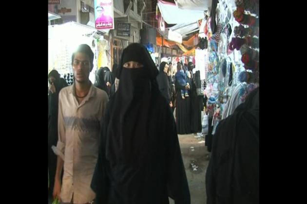 اسی وجہ سے مالیگاؤں ہی نہیں بلکہ آؔس پاس کے شہروں سے بھی خواتین اس مارکیٹ میں خریداری کے لئے آتی ہیں ۔