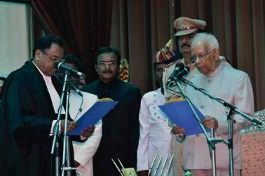 بہار کے قائم مقام گورنر کے طور پر کیسری ناتھ ترپاٹھی نے راج بھون میں حلف لیا