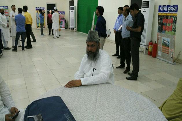 مولانا اصغر علی امام مہدی سلفی بھی افطار پارٹی میں شریک ہوئے ۔