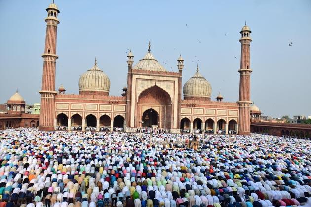 جامع مسجد میں نماز کا ایک منظر