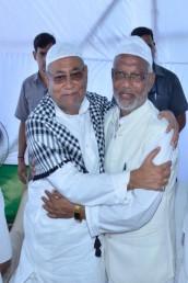 پٹنہ میں نتیش کمار گلے مل کر مسلمانوں کو عید کی مبارکباد دیتے ہوئے ۔