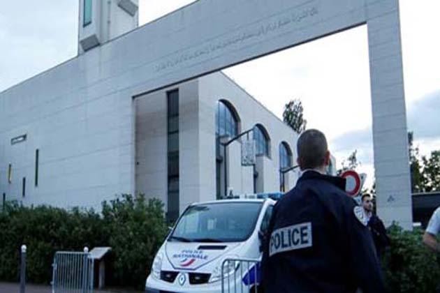 فرانس میں مسجد کے باہر لوگوں کو گاڑی سے کچلنے کی کوشش ناکام ، ڈرائیور گرفتار ، تفتیش شروع