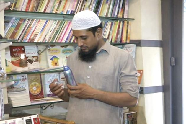 کولکاتا میں اس سال بھی مذہبی کتابوں کی خریداری زوروں پر ہے۔