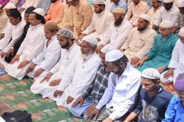 دہلی میں واقع شاہی جامع مسجد میں جمعۃ الوداع کا ایک منظر ۔