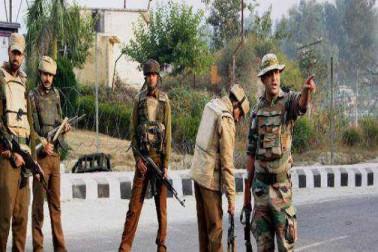 کشمیر کے کپواڑہ میں فوج کے ہاتھوں ایس ایچ او سمیت 2 پولیس اہلکاروں کی پٹائی