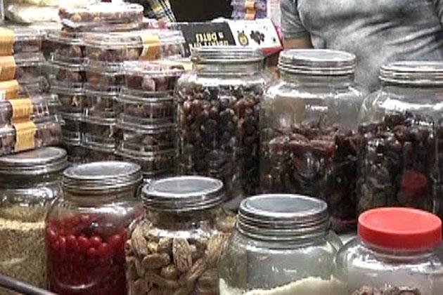 کھجور ایک مقوی غذا ہے۔ ماہ رمضان المبارک میں اس کے استعمال کی بڑی فضیلت آئی ہے۔ رمضان المبارک کے پیش نظر رانچی کے بازاروں میں کھجور کی درجنوں اقسام موجود ہیں۔ عام دنوں کے مقابلہ میں رمضان میں کھجور کی فروخت سے دوکاندار کافی خوش ہیں۔