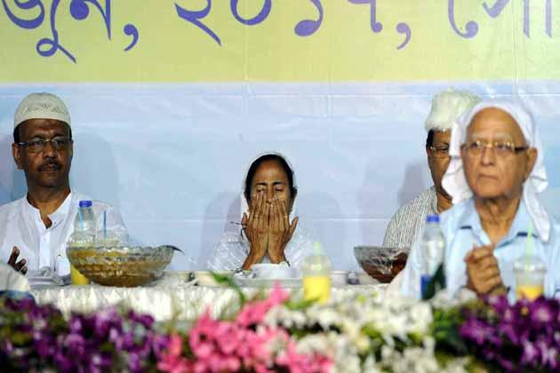 افطار پارٹی کے دوران مغری بنگال کی وزیر اعلی ممتا بنرجی