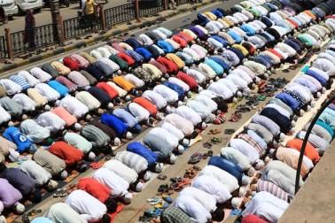 جے پور میں فرزندان توحید نماز جمعہ ادا کرتے ہوئے ۔