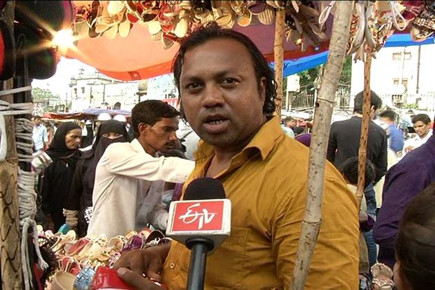 علاقه کے مسلمانوں کے لئے یہاں خریداری کسی روایت سے کم نہیں ، اس روایت کوبرقرار رکھنےمرد و خواتین نہ صرف شہر حیدرآباد سے بلکہ دوسرے اضلاع سے بھی یہاں آتے ہیں۔