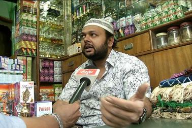 ماہ رمضان کے تیسرے عشرہ  میں یہاں بازار خریداروں کے لئے دن کے چوبیس گھنٹےکھلے رہتے ہیں ۔