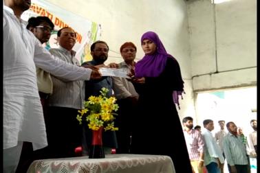 مہاراشٹر کے امراوتی میں اردو ٹیچرس ایسوسی ایشن کی جانب سے اعزازی تقریب کا انعقاد کیا گیا۔ اس تقریب میں علاقہ برار کے دسویں بارہویں اورنیٹ امتحان میں نمایاں کامیابی حاصل کرنے والے طلبا و طالبات کو اعزاز سے نوازا گیا۔ دیکھیں تصویریں۔