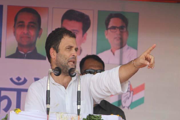 مسٹر گاندھی راجستھان کے قبائلی اکثریتی بانسواڑہ شہر میں ریاستی کانگریس کمیٹی کی جانب سے منعقدہ 'کسان آکروش ریلی' سےخطاب کر رہے تھے۔