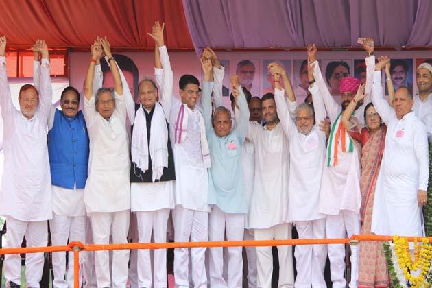 وزیر اعظم نریندر مودی کے بیرون ممالک دوروں پر طنز کرتے ہوئے مسٹر گاندھی نے کہا کہ دنیا میں ہندستان کی شناخت اچھی تقریر کرنے سے نہیں بلکہ کسانوں کے خون پسینے سے بنی ہے۔