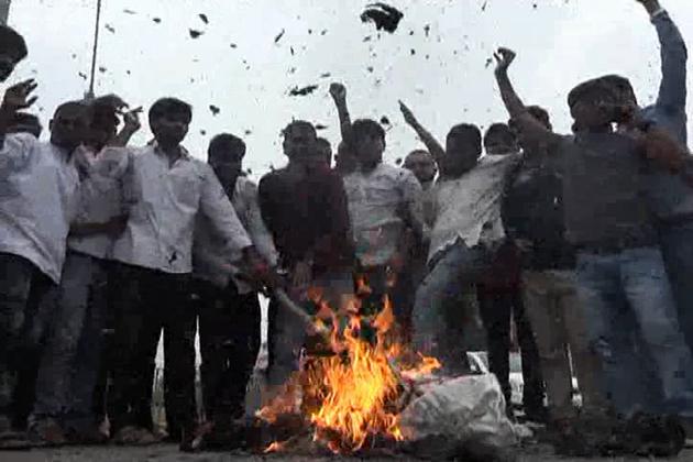 الہ آباد میں بھی امرناتھ یاتریوں پر حملہ کے خلاف احتجاج کیا گیا ۔