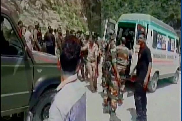 انہوں نے بتایا کہ اس حادثے میں کم از کم 11 امرناتھ یاتری ہلاک جبکہ 35 دیگر زخمی ہوگئے۔