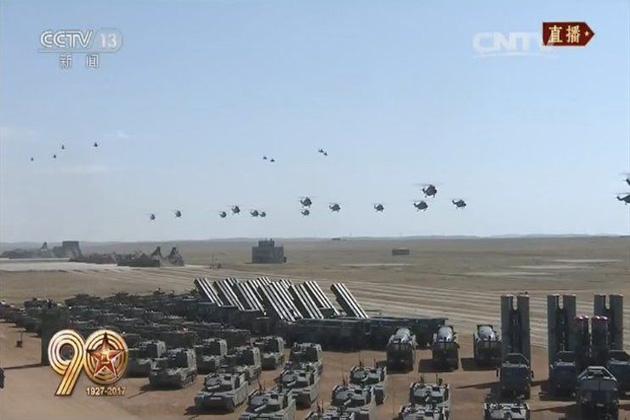 فوجی طاقت کے مظاہرہ کی اس پریڈ میں 12000 فوجیوں اور  36 فارمیشنس نے حصہ لیا۔ چین کا کانٹنینٹل بیلسٹک میزائل بھی پہلی بار کسی پریڈ میں نظر آیا۔