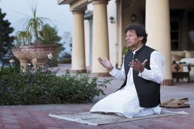 پنامہ فیصلہ کو پاکستانی اپوزیشن نے بتایا تاریخ میں ایک سنگ میل ، عمران خان نے ادا کئے شکرانہ کے نوافل