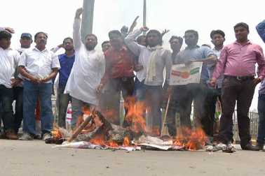 ملک میں مسلمانوں کے خلاف بڑھتے پر تشدد واقعات پر مظاہرین نے اپنے سخت رد عمل کا اظہار کیا ۔