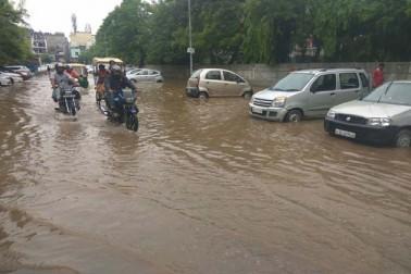 راجدھانی میں تیز بارش، حبس سے پریشان حال دلی کے باشندوں کو راحت